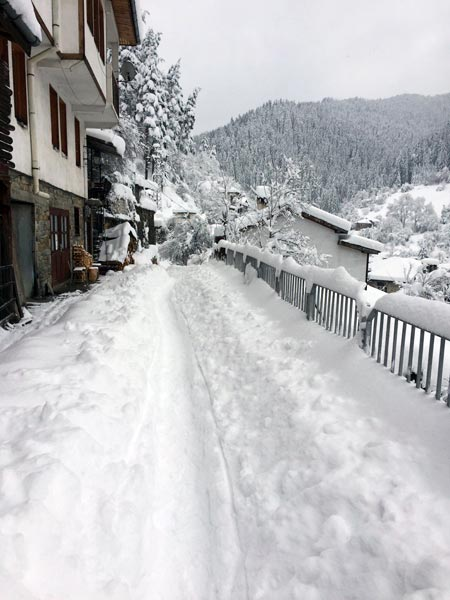 дълбок сняг в широка лъка за 8ми март